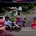 Video Emak-emak Ngamuk Buka Paksa Akses Wisata Pantai Rancabuaya Garut Selatan