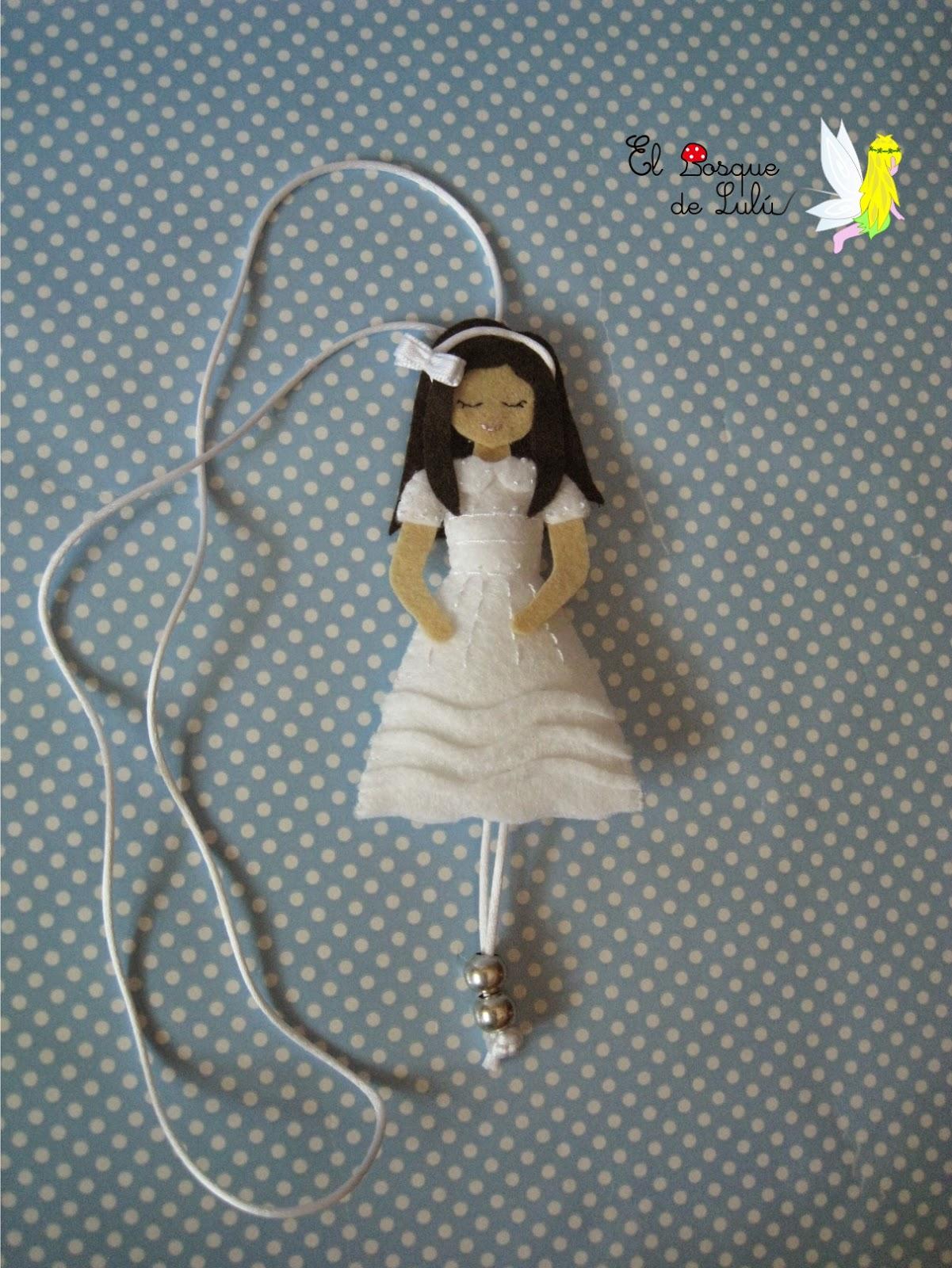 collar-comunión-personalizado-muñeca-regalo-en-fieltro