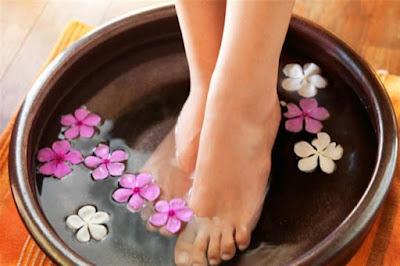 klimasız serinleme, ayakları soğuk suya koymak