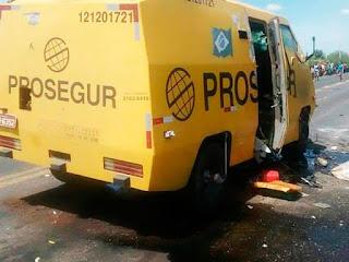 Grupo intercepta e explode carro-forte na BA-052, em Itaguaçu da Bahia
