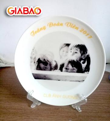 đĩa sứ trắng in hình ảnh