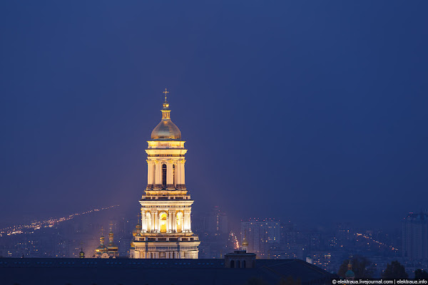 Kiev Pechersk lavra church complex at night