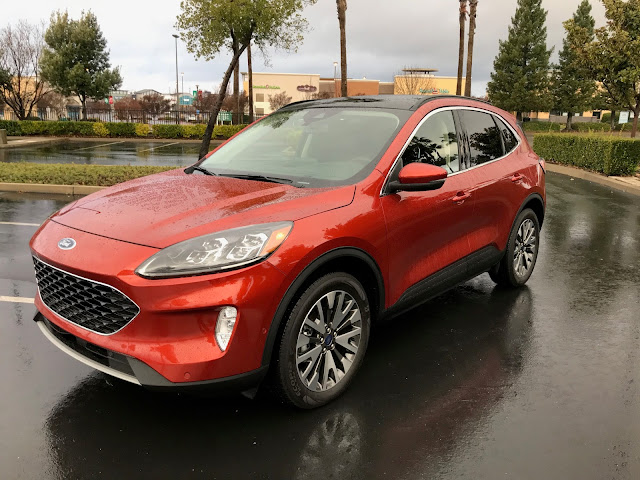 Front 3/4 view of 2020 Ford Escape Titanium AWD