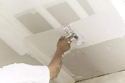 Hvordan reparere et stort hull i