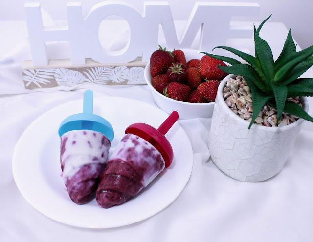 Owocowo-śmietankowe domowe lody na patyku