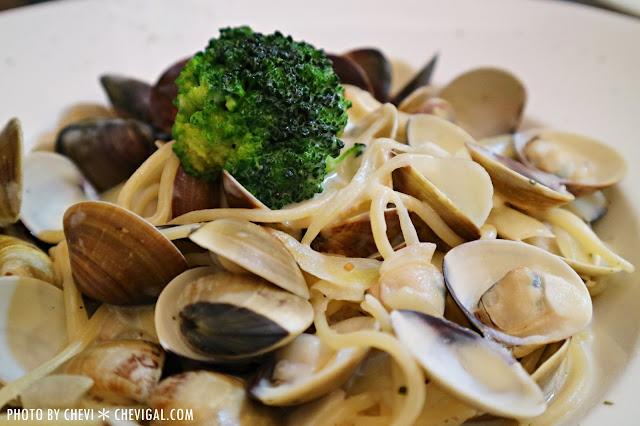 IMG 1421 - 台中西屯│懷特.朵兒義式料理*蒜香口味唇齒留香。蛤蠣都要快滿出盤子啦