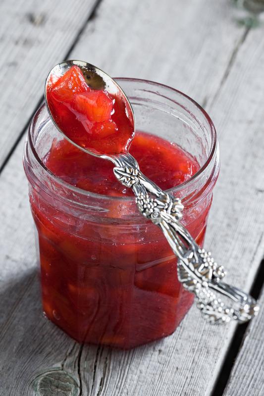 Amish Strawberry Rhubarb Jam in jar
