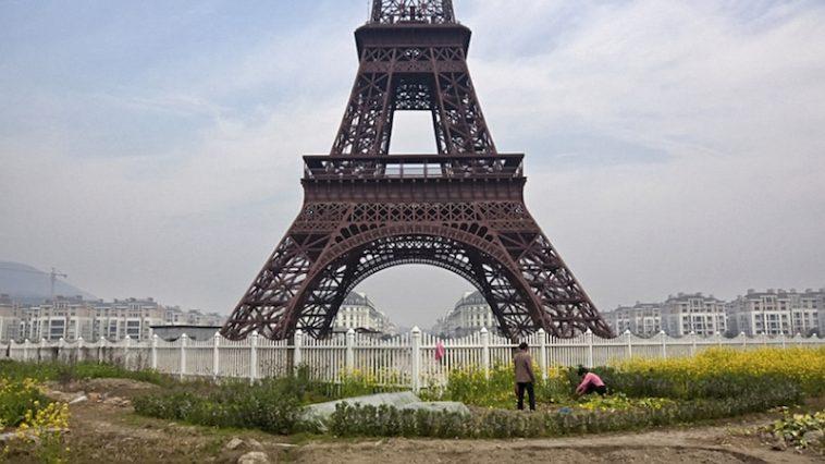 Pemandangan Kota Paris Tiruan Yang Menyedihkan di China