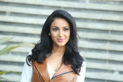 priyashri new sizzling stylish photos-thumbnail-20