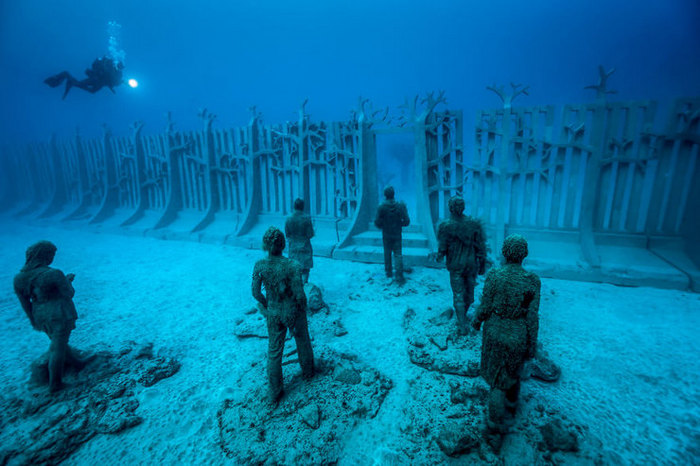 Stone People Underwater — The underwater museum