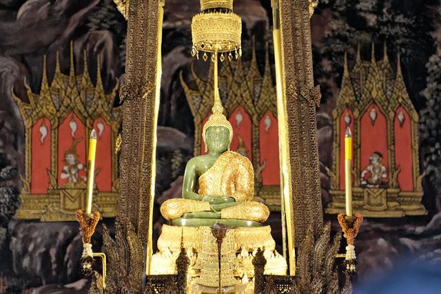 Emerald Buddha พระแก้ว