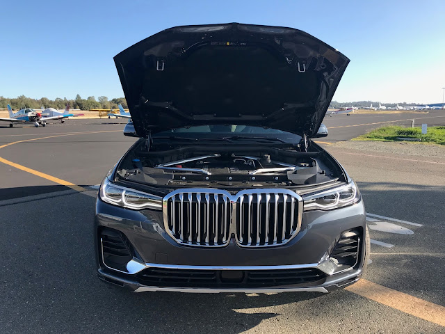 Hood up on 2019 BMW X7 xDrive 40i