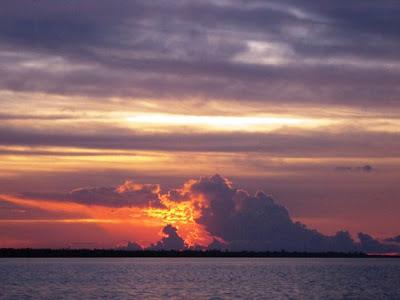 Senja di perairan Berau, Biduk-Biduk, Kalimantan Timur