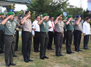 Kapolresta Jambi Dampingi Kapolda Jambi Pada Kegiatan Upacara Gabungan TNI-Polri Dimakorem 042/Gapu Jambi