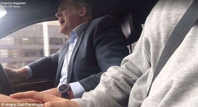 Trollean a papá con letrero gracioso en su camioneta