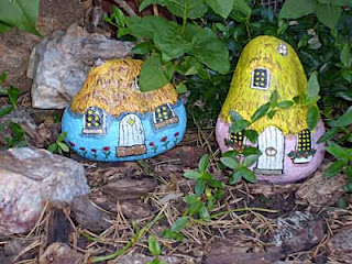 garden, gnome homes, painted rocks, rock painting, building