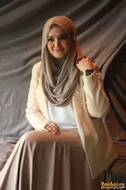 cara berhijab segi empat - Siti Nurhaliza