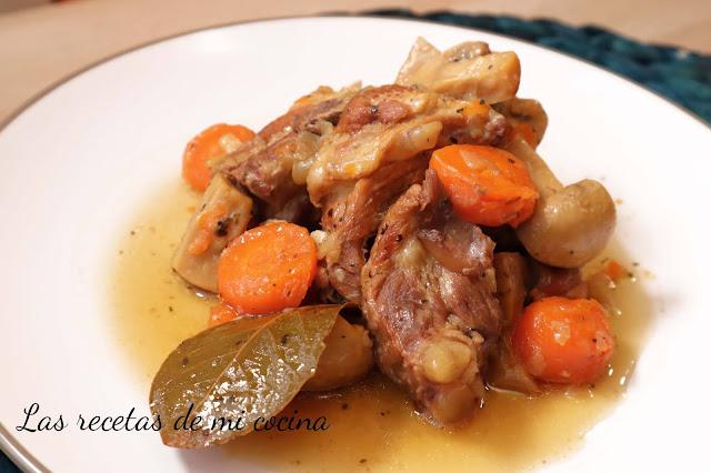 """Costillas de cerdo con verduras a la cerveza """"receta rápida"""""""