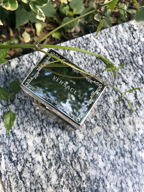 vrchnák dámskeho parfumu Versace Vanitas