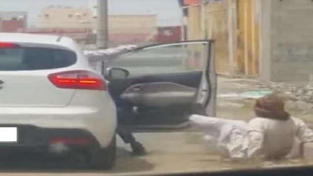 فيديو: عصابة سعودية تبتكر طريقة جديدة لسلب الأموال في جدة !