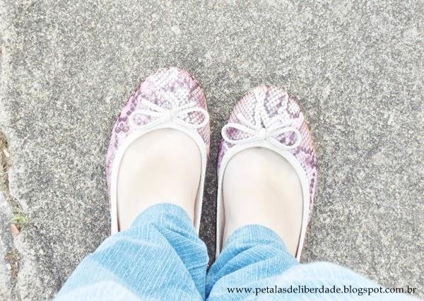 foto de pés, sapatilhas, moleca