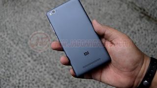 Bagian Belakang Xiaomi Mi4C