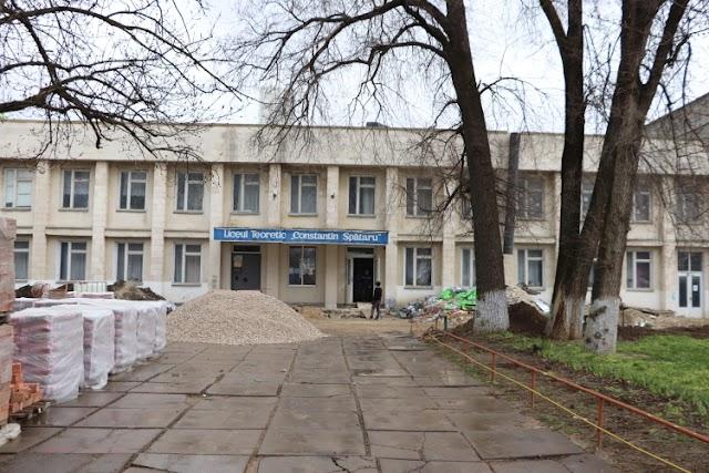 """La liceul """"Constantin Spătaru"""" din orașul Leova sunt în toi lucrările de eficientizare energetică, realizate cu sprijinul UE"""