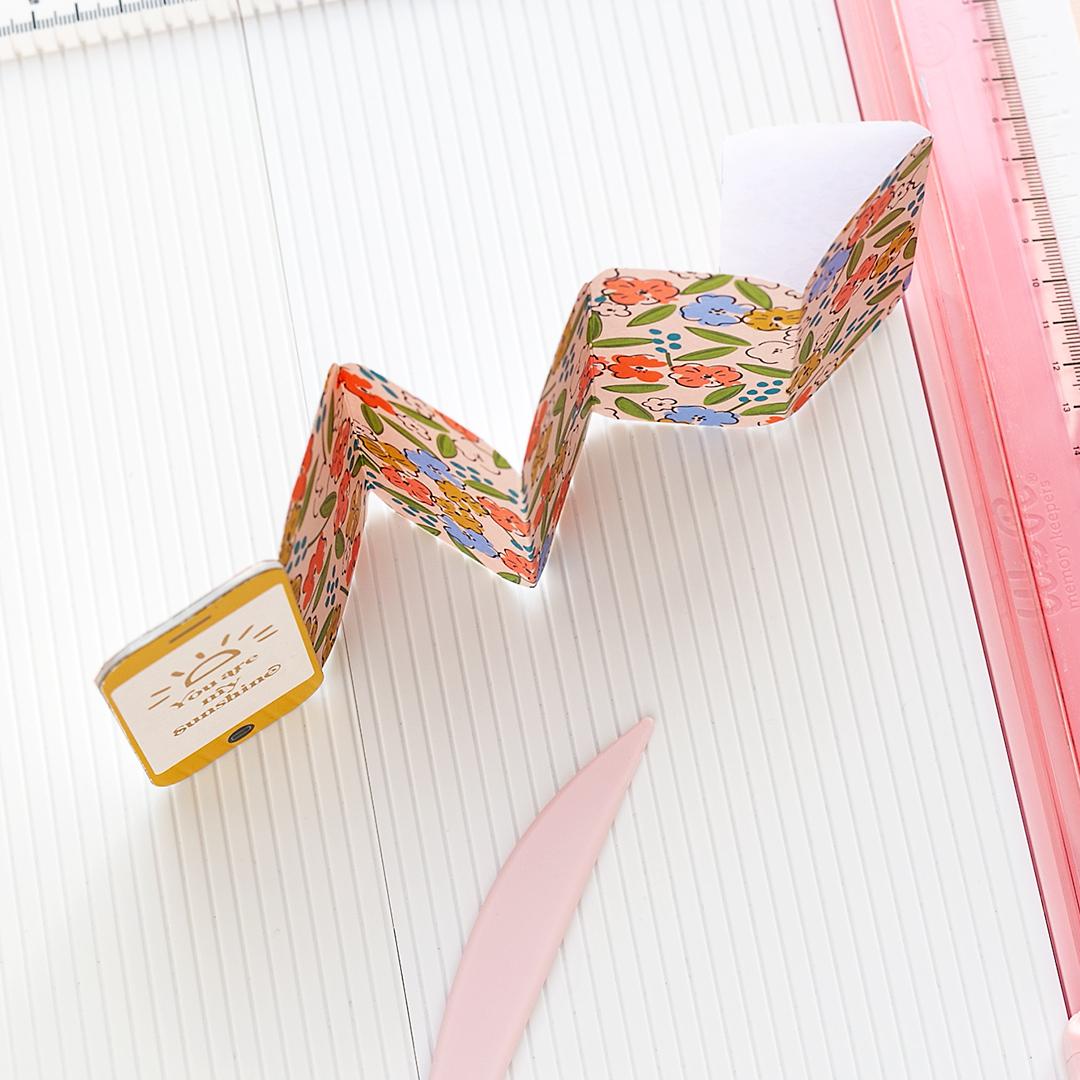 Accordion fold mini album with smartphone cover American Crafts Mojosanti Sandra Dietrich