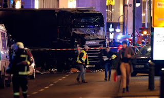 truck crashes into Christmas market - Berlin