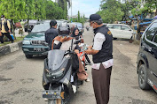 HUT Bhayangkara Ke 75 , Polres Merangin Bersama Pokdar Kamtibmas Bagikan 1000 Masker Gratis