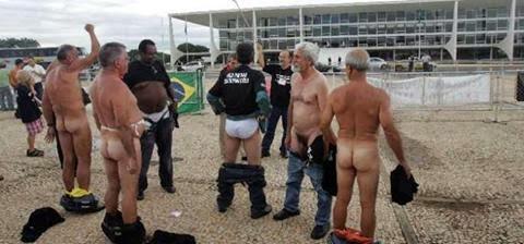 Resultado de imagem para petroleiros pelado em Brasilia