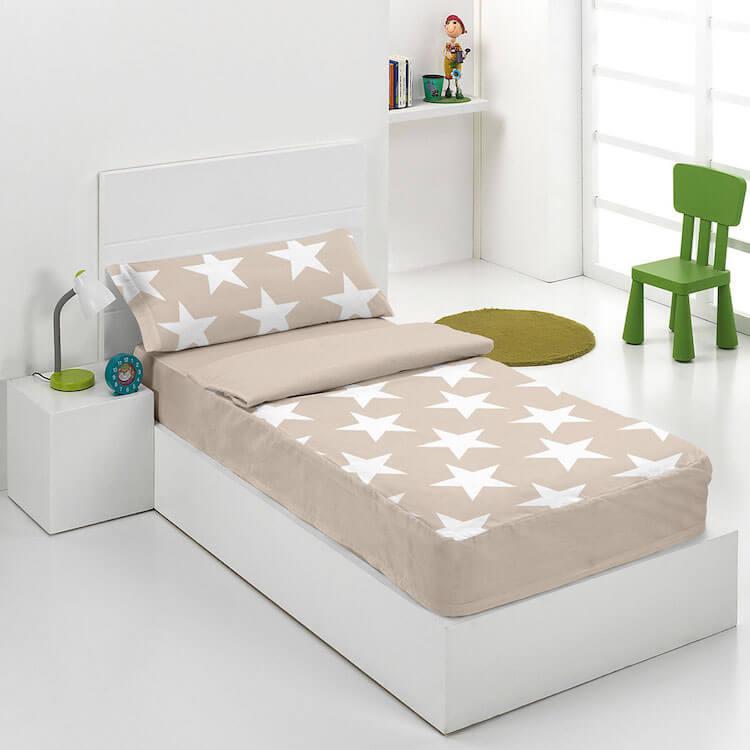 saco nórdico cama infantil con motivo de estrellas en color beige y blanco