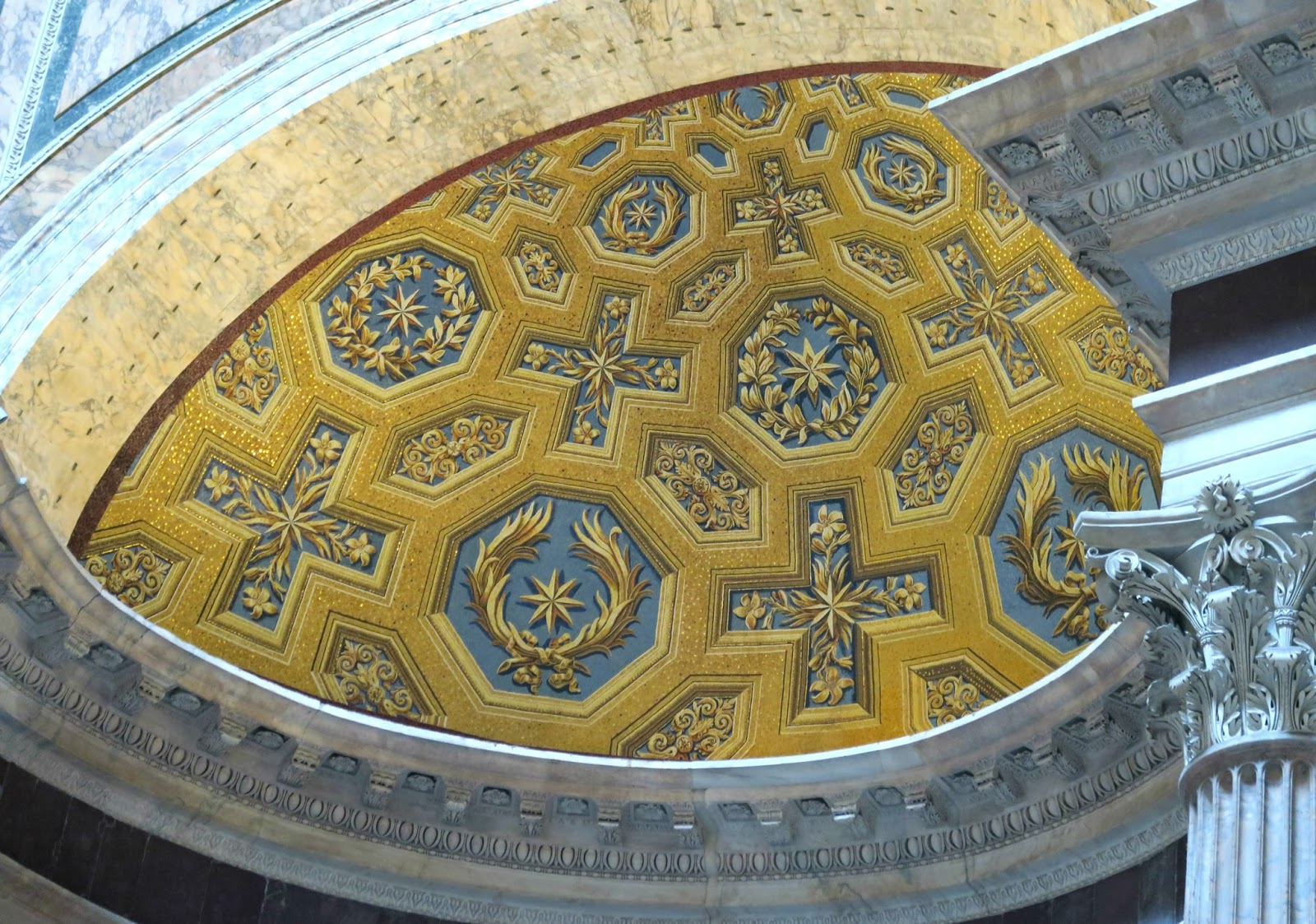 Pantheon Decor
