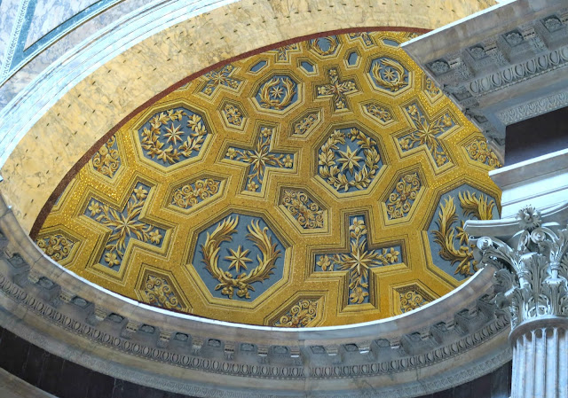 Pantheon Decor