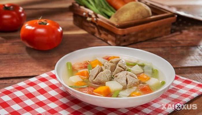 Resep cara membuat sayur sop bakso