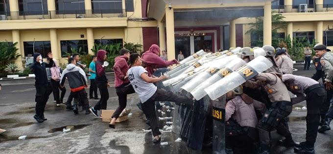Ditsamapta Polda Banten Asah Kemampuan Pengendalian Massa. 30 Januari 2019.