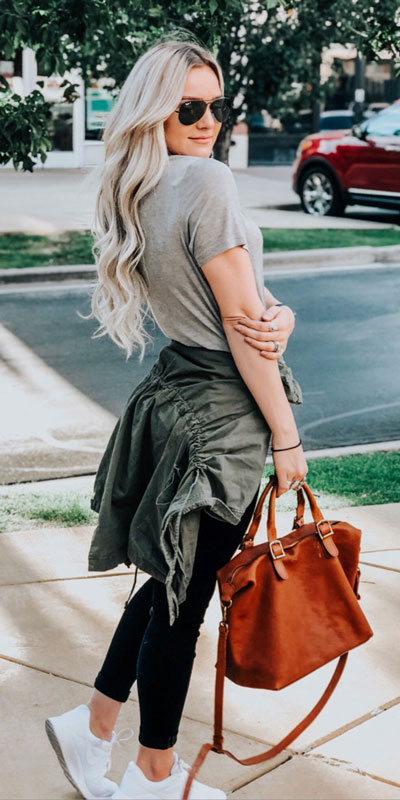 26 Charming Fall Outfits for College Girls. All Casual Fall Wear Every Girl Who Goes to College Will Love. High School Fashion +Teen Outfits via higiggle.com | #falloutfits #college #teenoutfits #fashion