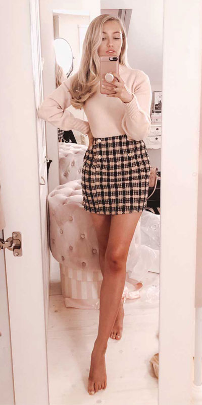 Looking for casual winter outfits? Consider these 23 Fabulous Winter Outfits To Get You Through The Season with Style. Fashion for Women via higiggle.com | cute winter fashion with knit & skirt | #winter #fashion #skirt #knit