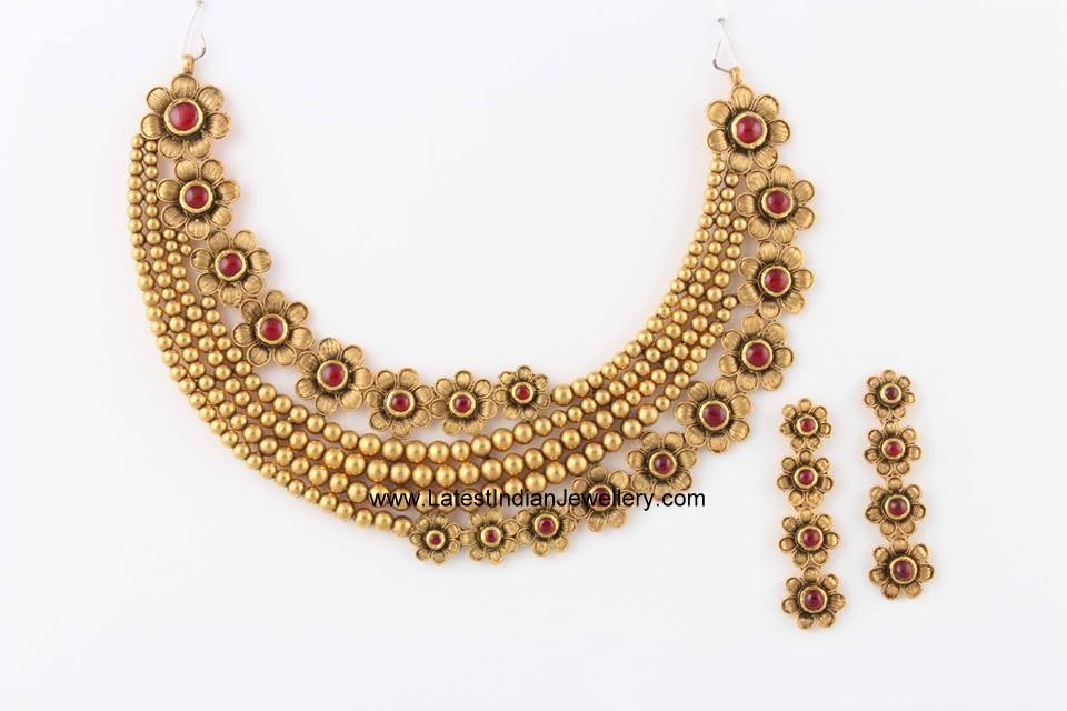 gold flowers fancy necklace