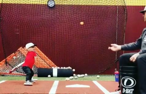 Keren, Anak Umur 22 Bulan Sudah Mahir Main Baseball