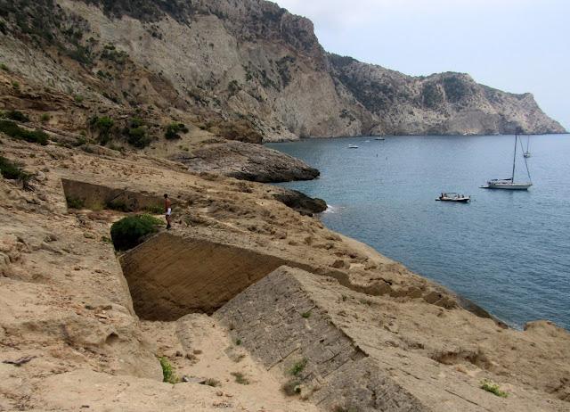Canteras de Atlantis en Ibiza. Piscinas naturales en antiguas canteras