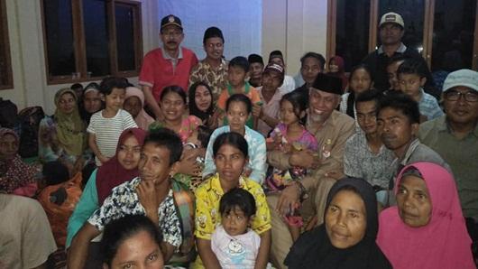 Wako Mahyeldi Serahkan Bantuan bagi Korban Banjir Bandang Solsel