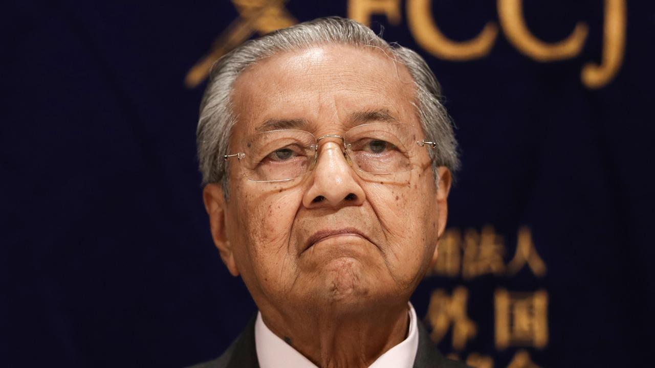 Mahathir Sebut Macron Tak Beradab dan Primitif Salahkan Islam