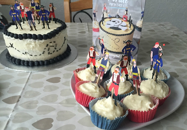 Pirate party cake and pirate cupcakes
