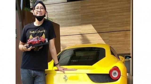 Dapat Uang Besar Jadi Buzzer Jokowi, Abu Janda Pamer Foto Ferrari: Kerja kerasku bertahun-tahun