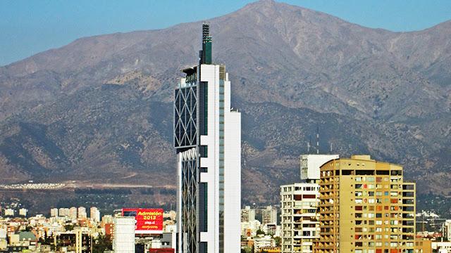 """""""Monstruosidad vergonzosa"""": Un medio de EE.UU. se mofa de un icónico rascacielos de Chile"""