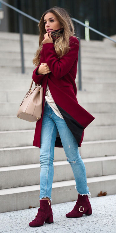 From casual outfits for family reunions to crazy trendy party outfits, we've got your back see these 24 Best Christmas Outfits You Can Shop this Holiday Season.   Red coat   #christmas #holiday #newyear #coat