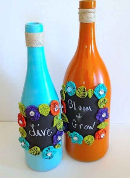 This cute DIY recycled wine bottle chalkboard is a wonderful gift idea