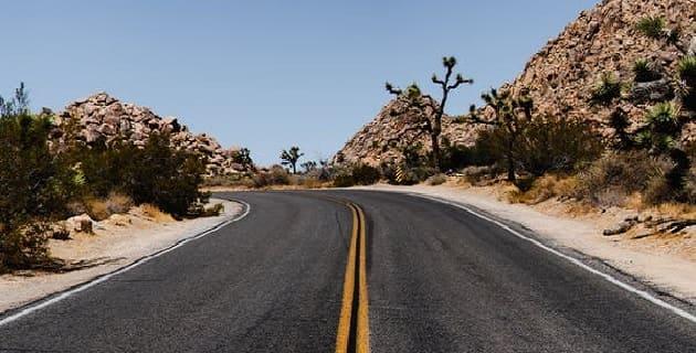 معنى رؤيا الطريق في الحلم، تفسير رؤية المشي في الطريق، ضياع الطريق في المنام