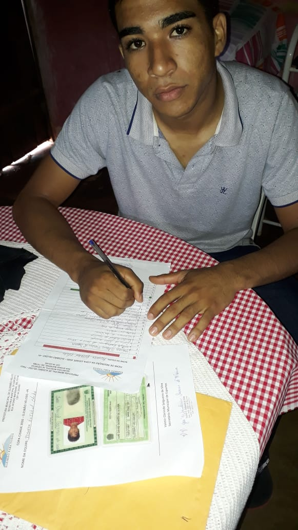 Meia Iure Moral é mais um a assinar com a Piçarra FC